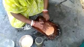 Rural Indian Mixture Grinder to Make Masala Paste
