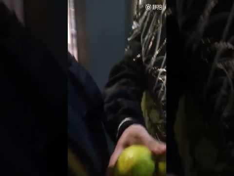 Добрый Димаш дал фруктов девушкам которые его ждали