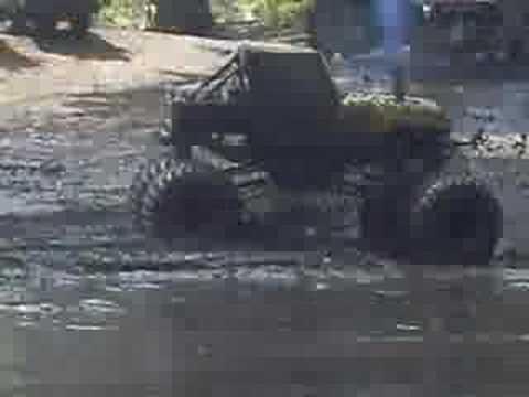 mud trucks Video