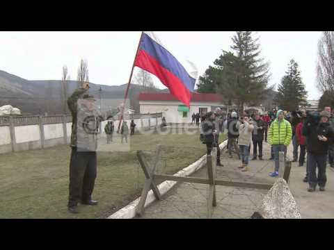 UKRAINE:BASE STANDOFF-TROOPS PRAYING VIGIL