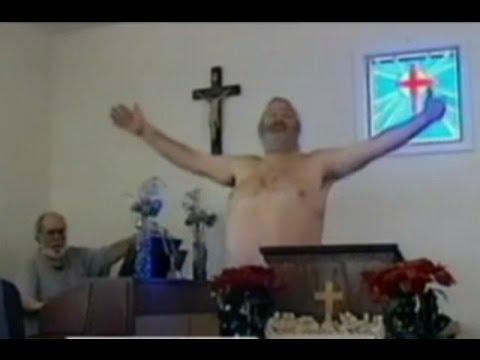 EE.UU.: Feligreses celebran su fe desnudos en iglesia