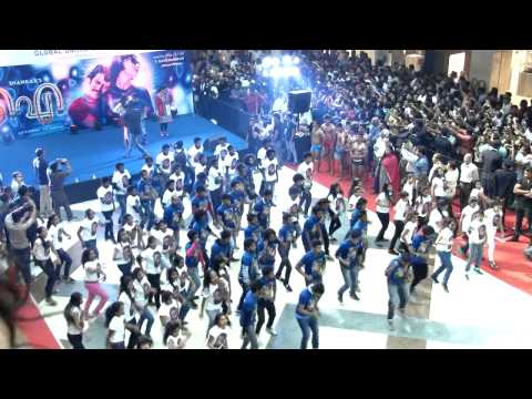 i Tamil Movie Flash Mob Promotion At Lulu Mall With Vikram & Amy video