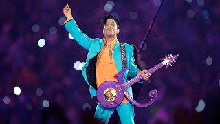 "Download Lagu Prince Performs ""Purple Rain"" During Downpour 