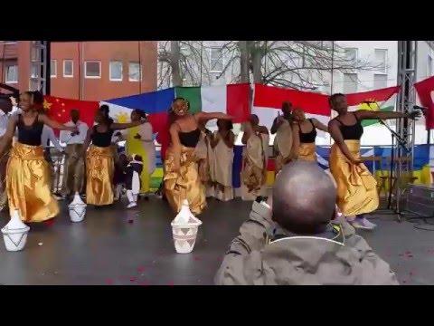رقص سکسی پناهندگان زن آفریقایی در آلمان. thumbnail