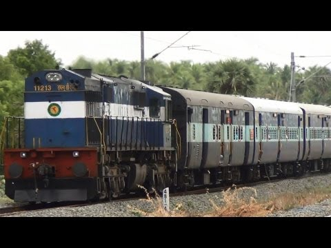 Tuticorin Express rushes towards Madurai Junction (WDM3D - 11213)