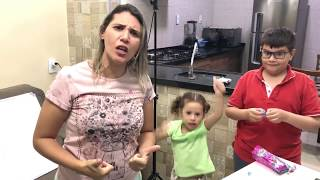Brincando de escolinha - com irmãos Victor e Valentina