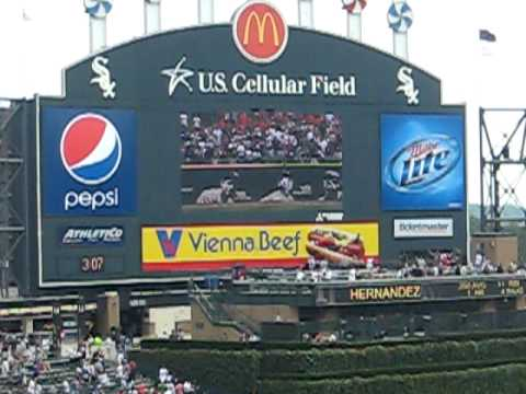 DeWayne Wise makes the perfect catch for Mark Buehrle - Fan Video