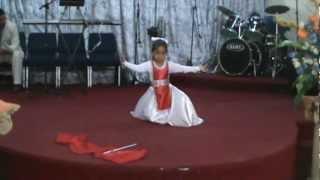 Danza-cristiana-de-alabanza-toma-el-pandero-banderas-y-pandero-angela