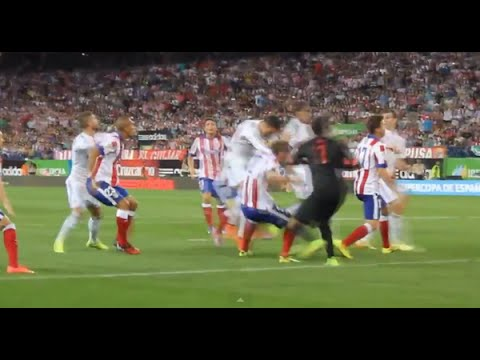 Cristiano Ronaldo Punches Godin • Atletico Madrid vs Real Madrid • Spanish Super Cup, 2014 ||HD||