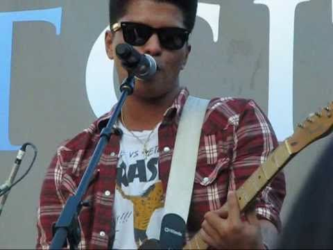 Bruno Mars - Billionaire Medley (The Grove, Los Angeles) 09-17-10
