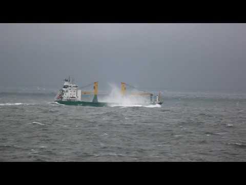 Schiffe im Seegang auf der Nordsee