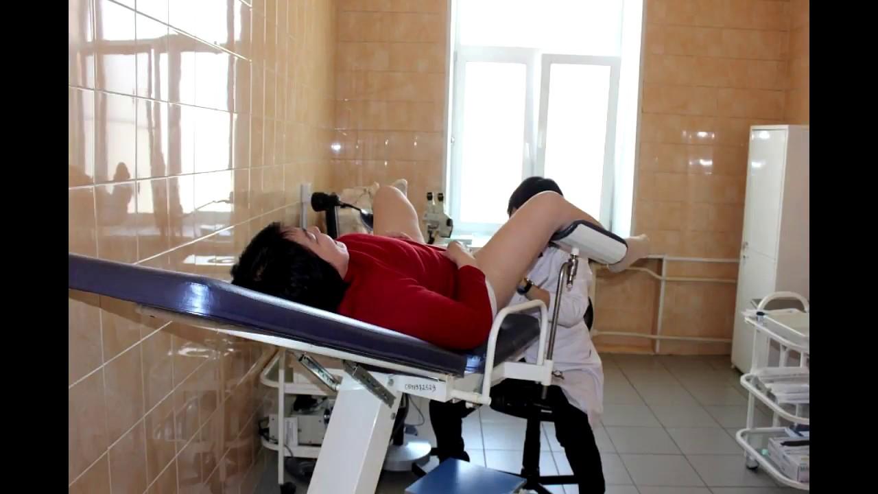 Осмотр на гинекологическом кресле видео