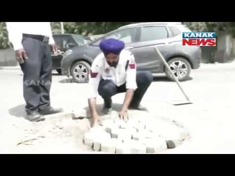 Traffic Cop Fixing Potholes & Avarting Road Accident At Punjab