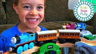 Thomas and Friends Hill Track Build | Thomas Train Family Fun Pretend Play