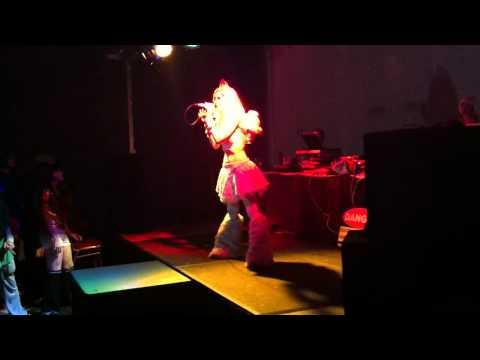 Zoe VanWest Live @ Ichibancon 2012 Clip 2 (Timebomb)