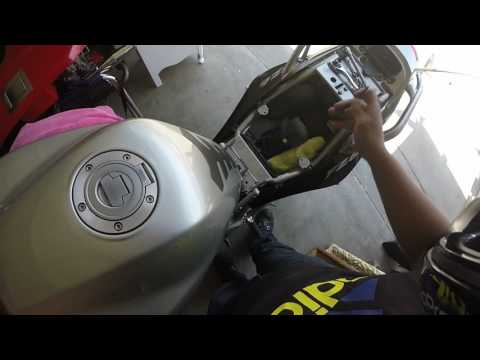 How to change air filter Yamaha FZ6