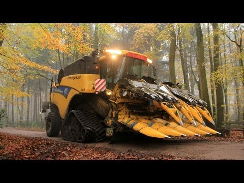 Corn treshing with a New Holland CX 860 on Tracks