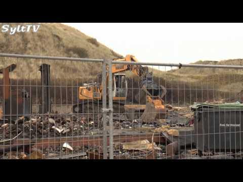 Trümmer der Strandkorbhalle in Wenningstedt werden entsorgt