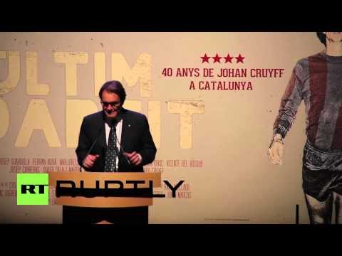 Spain: Johan Cruyff presents his life documentary alongside Catalan president