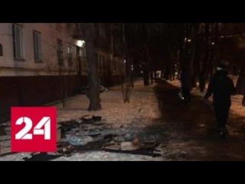 При пожаре на востоке Москвы трое детей спрыгнули с высоты на растянутое одеяло - Россия 24