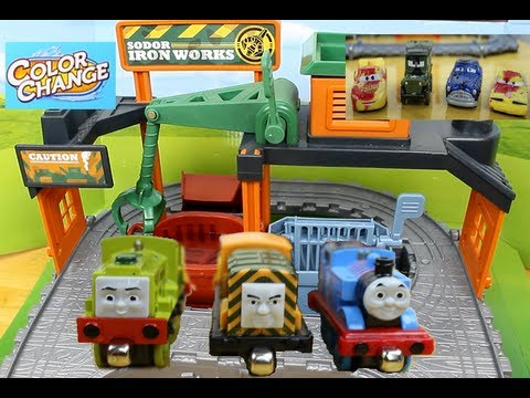 Thomas and friends Color Changers Take 'N Play Thomas At The Ironworks Set With Color Changers Cars!