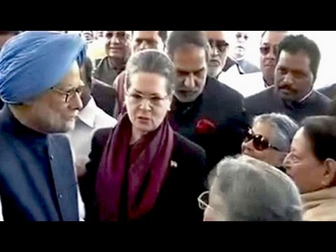 'We are fully behind Manmohan Singh,' says Sonia Gandhi after walk of support for former PM