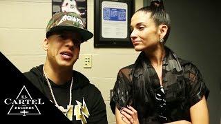 Daddy Yankee vacilando con Natalia Jiménez