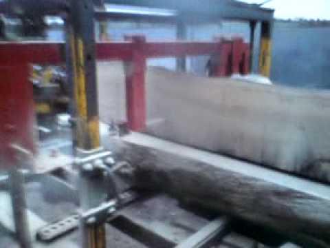 home made Band saw sawmill cuts oak beams bandsaw