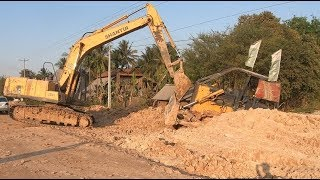 Awesome Bulldozer Stuck Deep Recovery By SHANTUI Excavator se210