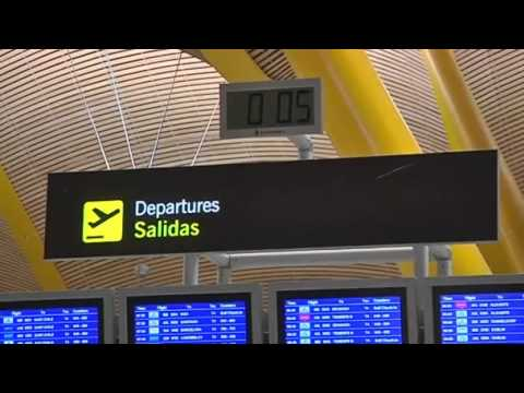 Airport clashes as Iberia staff STRIKE | Workers and police CLASH at airport during Iberia strike