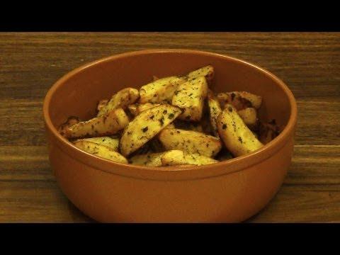 Картофель с травами и чесноком, запеченный в духовке. Простой рецепт вкусной картошки.