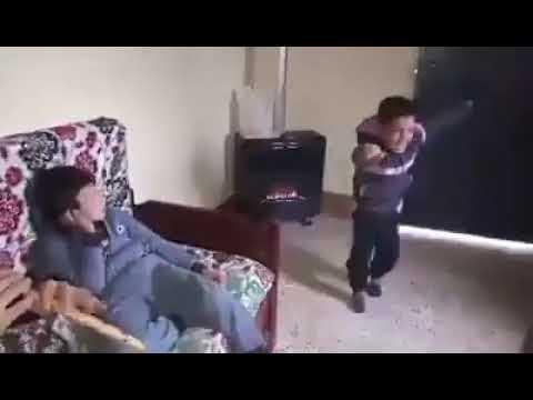 ازدق اردق ومخلي باباه وساكن عند نسيبو ..طفل جزائري يرقص بشكل رائع thumbnail