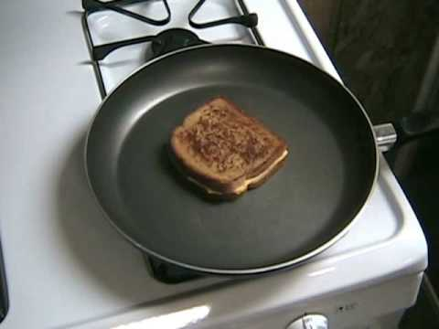 How to Make a Crispy Grilled Cheese Sandwich Fast