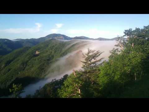 山間へ流れゆく雲海~万座温泉周辺の楽しみ~