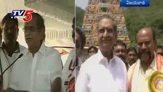 Gollapudi Maruthi Rao Offers Prayers At Bejawada Durgamma Temple