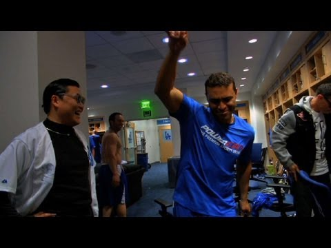 COL@LAD: Psy meets Ryu at Dodger Stadium
