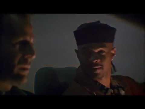 Последний бойскаут - просто классный боевик Брюса