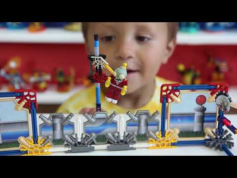 Plants vs. Zombies K'nex: Chase builds Jetpack Zombie Attack Set w/ Laser Bean (Fun Review)