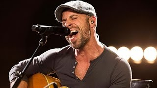 Daughtry Performs Chris Isaaks Wicked Game Live - Candid Covers