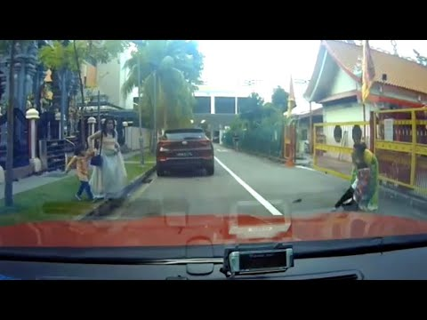 5oct2019 part 2 kid ran out onto the road  knockdown by car view blocked hyundai tucson #SKW3771L