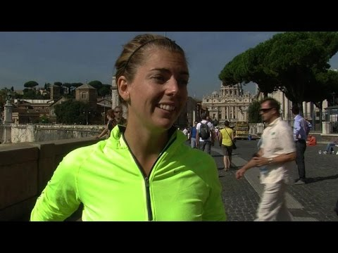 Tourists enjoy guided tour of Rome - at a jog