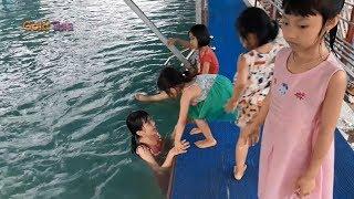 Bé Đi Tắm Bể Bơi Bé Tập Bơi Bé Yêu Biển Lắm – LK Nhạc Thiếu Nhi Vui Nhộn