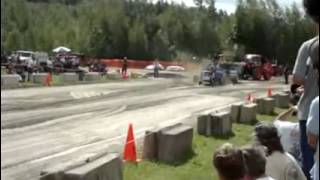 2008 Sandown nh tractor pull Nitro super mods.