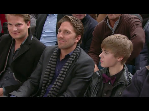 Justin Bieber gets booed at Knicks game in Madison Square Garden
