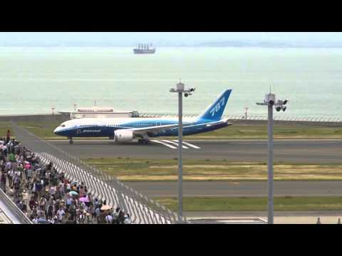 「777X」正式契約に調印。&「787」初号機里帰り。