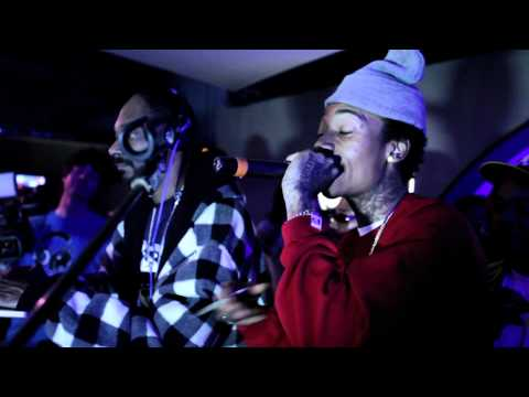 Wiz Khalifa W/ Snoop Dogg- Black And Yellow (Live)