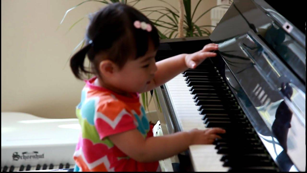 Hong Kong 4-year-old piano prodigy Joey playing famous
