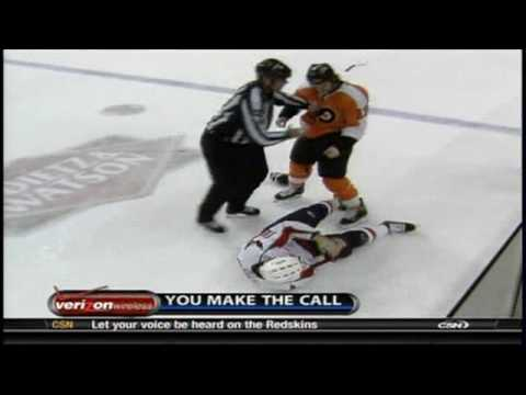 Dan Carcillo Punches Matt Bradley in the Face &amp; KO's him 12/5/2009