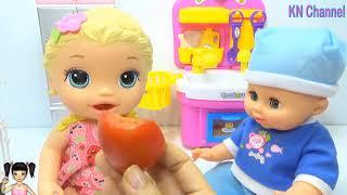 Thơ Nguyễn - Búp bê tìm đồ chơi bí mật trong xe