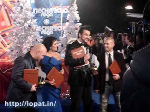 Вручение Анатолию Лопатину диплома лауреата фестиваля «Песня года — 2010» за слова к песне Филиппа Киркорова и Анны Нетребко «Голос»